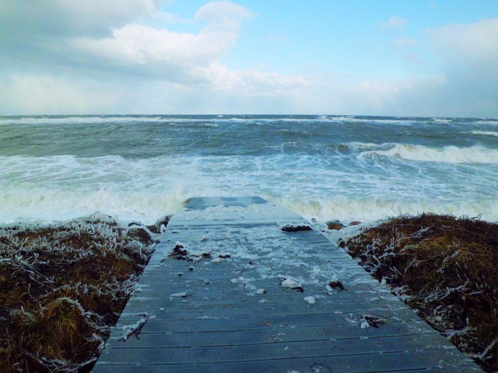 Ostsee bei Sturm im Winter